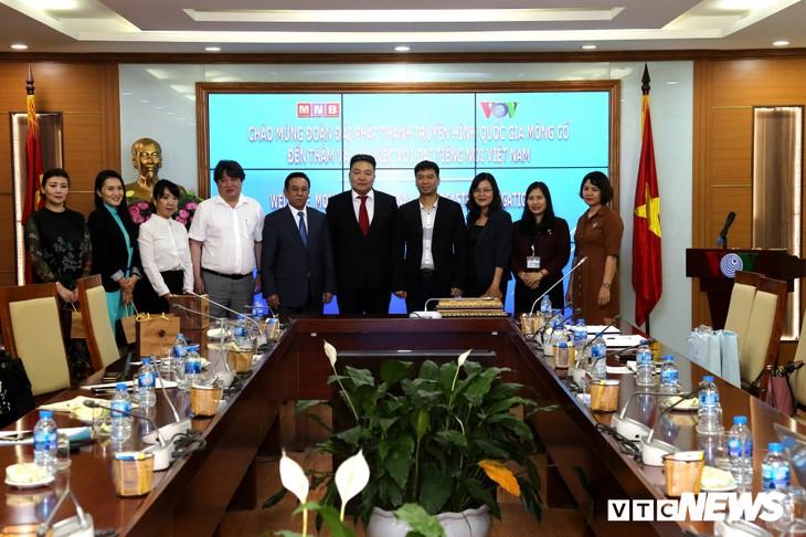 VOV aidera la télévision mongole à réaliser un documentaire - ảnh 1