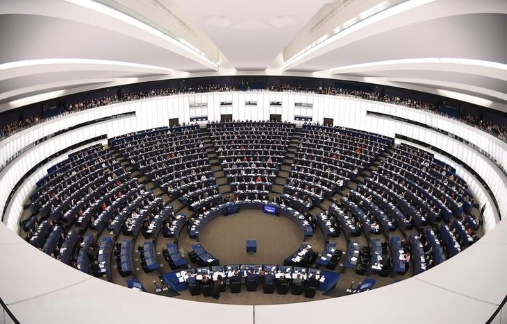 L'Union européenne donne son feu vert à des négociations commerciales avec les États-Unis - ảnh 1