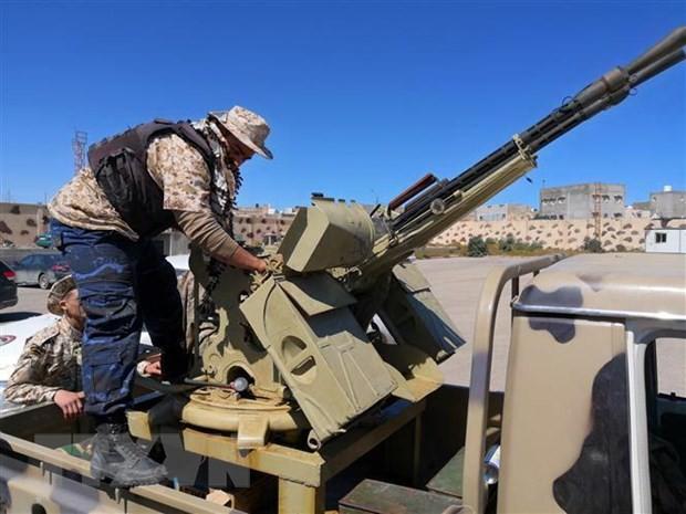 Les combats se poursuivent à Tripoli et font des milliers de déplacés - ảnh 1