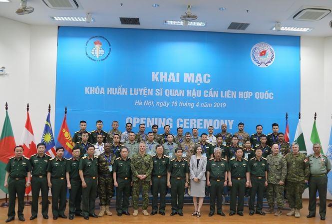 Hanoï : Ouverture d'une session d'entrainement d'officiers de logistiques de l'ONU - ảnh 1
