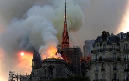 Plus de 800 millions d'euros de dons pour la reconstruction de Notre-Dame  - ảnh 1