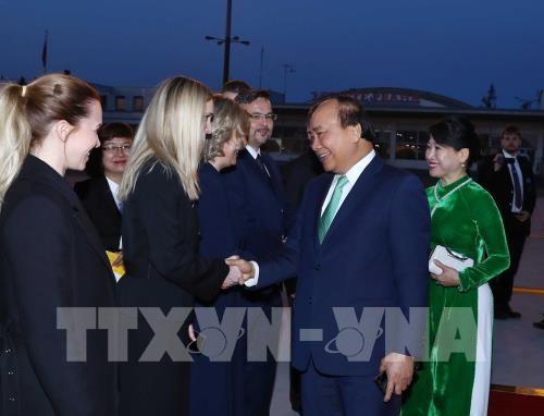 Le Premier ministre Nguyên Xuân Phuc est rentré à Hanoï  - ảnh 1
