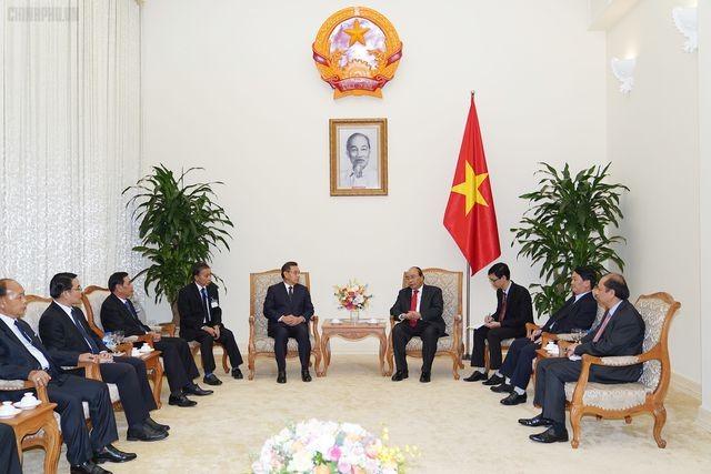 Funérailles de Lê Duc Anh: Nguyên Xuân Phuc reçoit des dirigeants laotiens et cambodgiens - ảnh 2