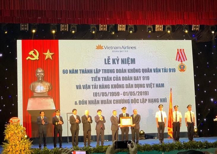Le 60e anniversaire de la fondation du régiment aéroporté 919 - ảnh 1
