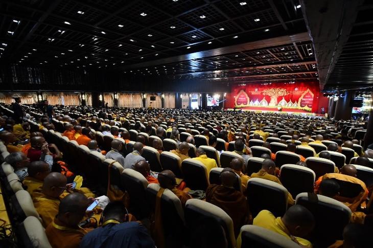 Les bouddhistes vietnamiens expatriés participent à  la fête du Vesak 2019 - ảnh 1