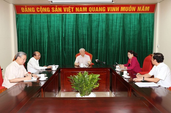 Le secrétaire général et président Nguyên Phu Trong à une réunion avec les dirigeants du pays - ảnh 1
