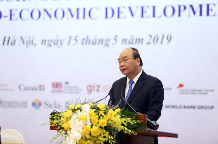 Le Premier ministre assiste à une conférence sur la science, la technologie et l'innovation - ảnh 1