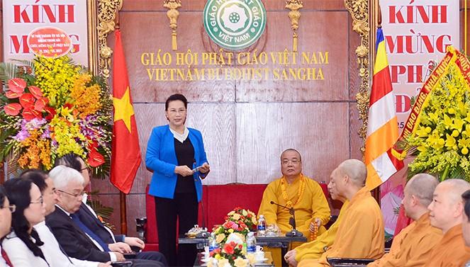 Visite de la présidente de l'AN à l'Église bouddhique du Vietnam - ảnh 1