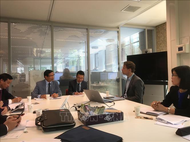 Une délégation de la Commission juridique de l'Assemblé nationale aux Pays-bas - ảnh 1
