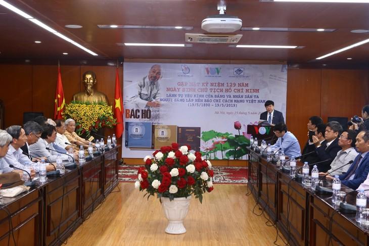 Publication de trois livres à l'occasion du 129e anniversaire de Hô Chi Minh  - ảnh 1