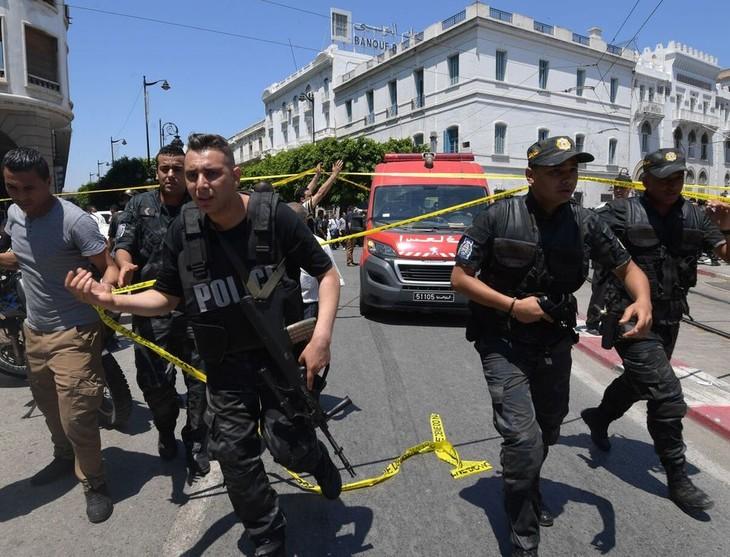 Double attentat à Tunis: une personne décédée, plusieurs blessés - ảnh 1