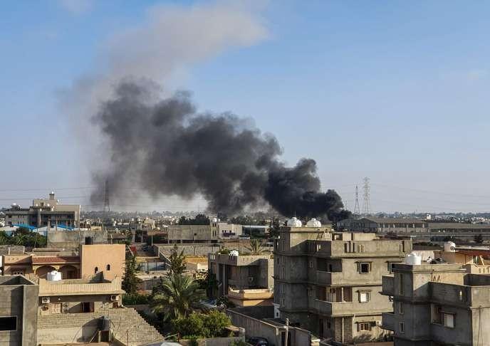 Libye: un missile s'abat sur un centre de détention de migrants, tuant 40 personnes - ảnh 1