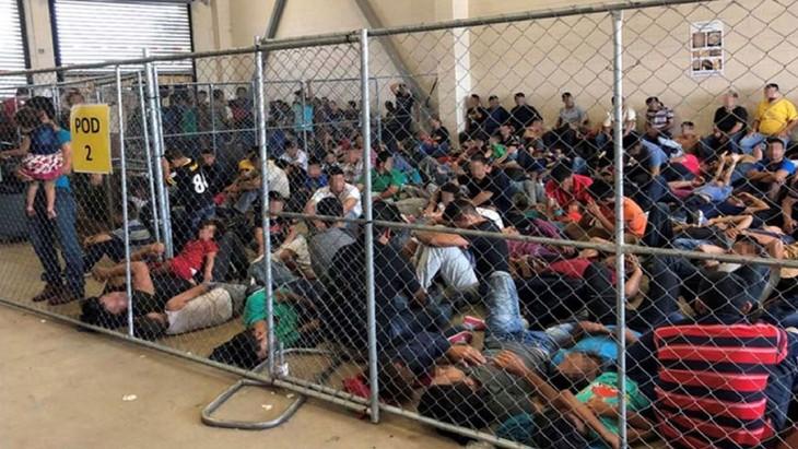 """Aux États-Unis, des centres pour migrants aux conditions """"effroyables""""  - ảnh 1"""