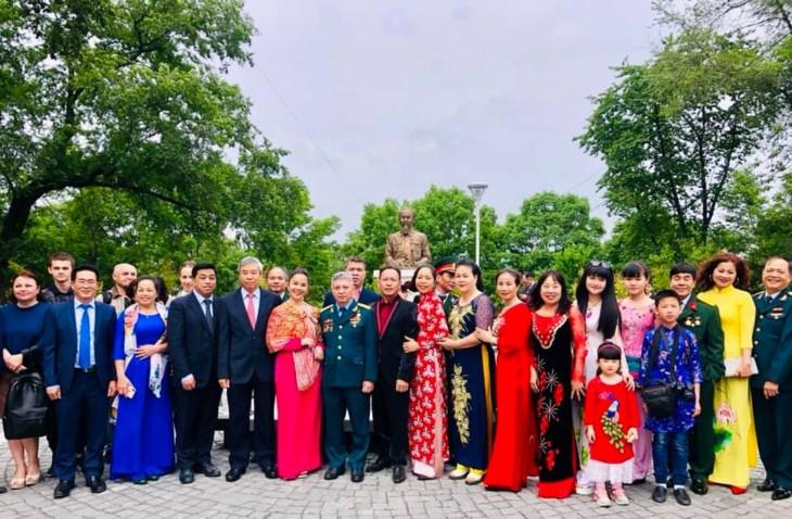 Inauguration d'une statue du président Ho Chi Minh à Vladivostok - ảnh 1