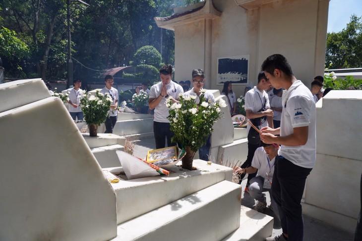 Camps d'été 2019 : Les jeunes vietkieu se rendent au carrefour de Dông Lôc - ảnh 2