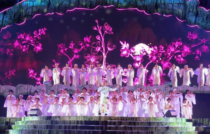 Ouverture de la Fête des grottes de Quang Binh 2019 - ảnh 1