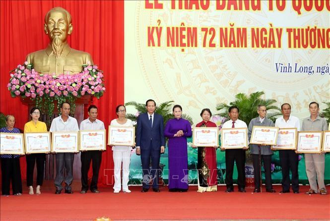 Nguyên Thi Kim Ngân honore les familles des morts pour la patrie - ảnh 1