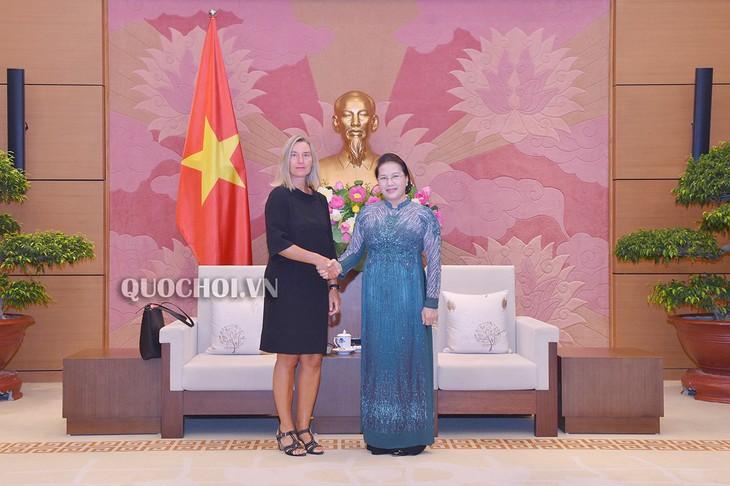 Rencontre entre Nguyên Thi Kim Ngân et la vice-présidente de la CE - ảnh 1