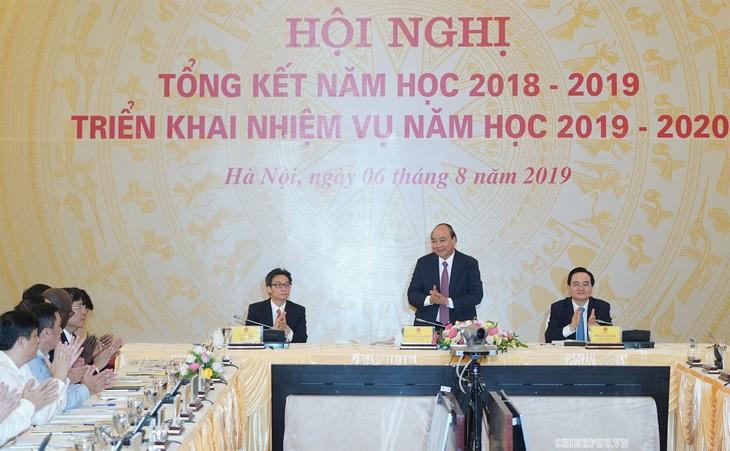 Le Premier ministre à une réunion sur l'année scolaire 2019-2020 - ảnh 1