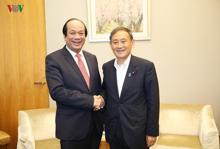 Mai Tiên Dung rencontre deux responsables du gouvernement japonais - ảnh 1