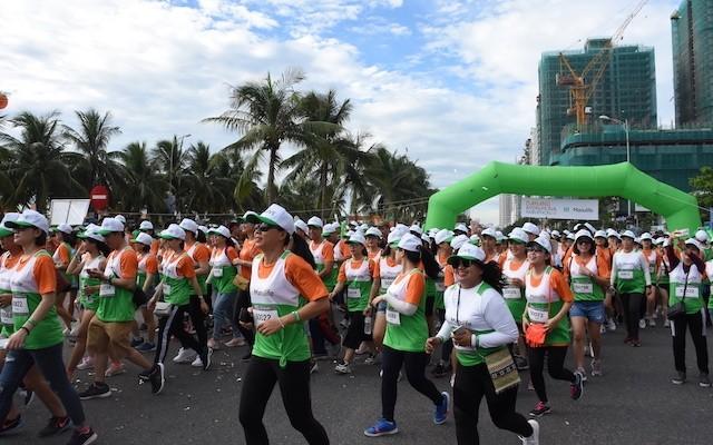 Dà Nang: plus de 9.000 personnes participent au marathon international Manulife - ảnh 1
