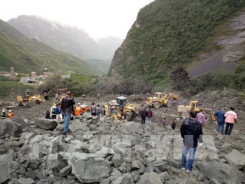 В Китае 141 человек пропал без вести после схода оползня - ảnh 1