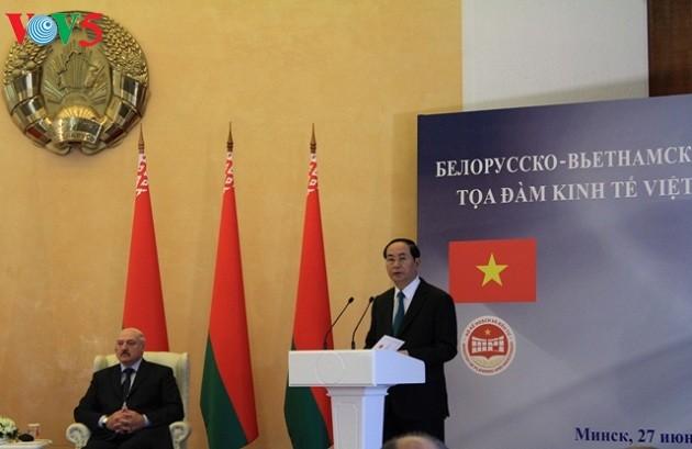 Чан Дай Куанг и Александр Лукашенко председательствовали на белорусско-вьетнамском бизнес-симпозиуме - ảnh 1