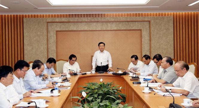 Выонг Динь Хюэ: Необходимо ускорить процесс использования госинвестиций - ảnh 1