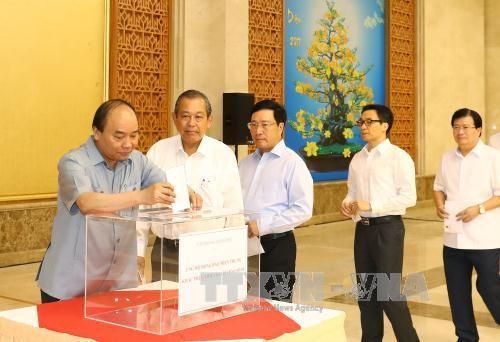 По всему Вьетнаму проходят сборы пожерствований в помощь пострадавшим от тайфуна «Доксури» - ảnh 1