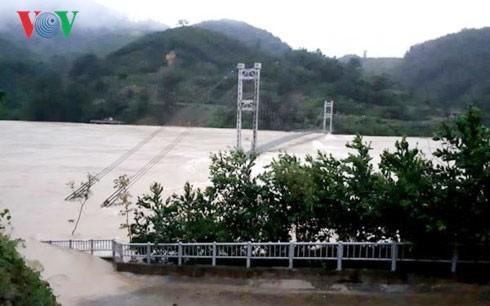 Уонг Чу Лыу навестил жителей провинции Тханьхоа, пострадвших от наводнения  - ảnh 1