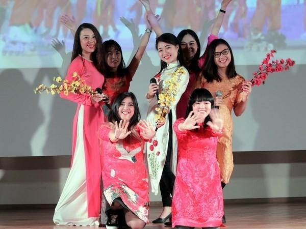 Вьетнамские студенты в Москве провели художественную программу, посвященную Тэту - ảnh 1