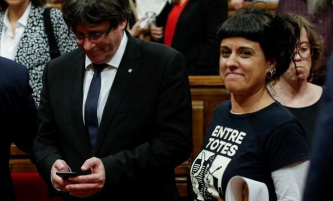 Испанский суд вынес решение об аресте соратницы Пучдемона, сбежавшей в Женеву - ảnh 1