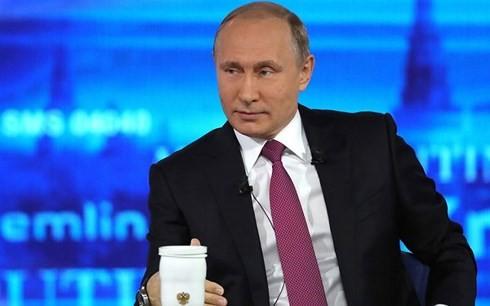 Путин в 16-й раз пообщался с россиянами в формате прямой линии - ảnh 1