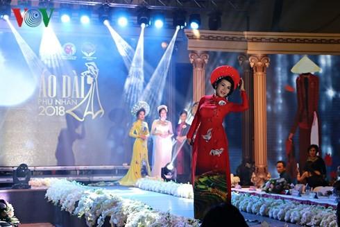 В Праге прошел финал всеевропейского конкурса женского платья «ао-зяй» вьетнамских супруг – 2018 - ảnh 1