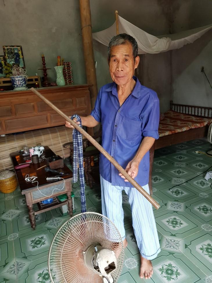 О ветеране войны Фунг Ван Куане, который сохраняет легендарную палку «Чыонгшон» - ảnh 1