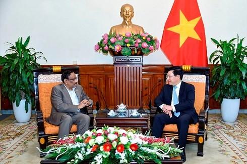 Вице-премьер, глава МИД Вьетнама принял замминистра иностранных дел Бангладеш - ảnh 1