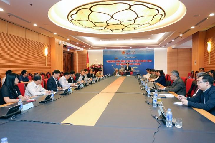 В Ханое прошла беседа «Нефтегазовая отрасль в новом видении стратегии развития морской экономики»  - ảnh 1