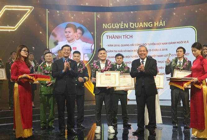 В Ханое прошла церемония чествования 10 лучших представителей вьетнамской молодежи 2018 года - ảnh 1