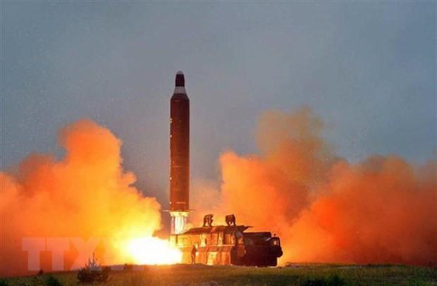 КНДР вновь осуществила испытательный запуск ракет - ảnh 1