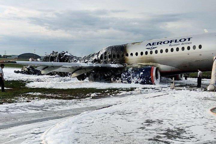 Пилот Денис Евдокимов рассказал, что случилось с самолетом Superjet 100  - ảnh 1