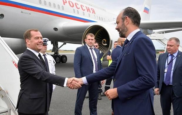 Премьер-министр РФ Дмитрий Медведев прибыл на встречу с премьером Франции - ảnh 1