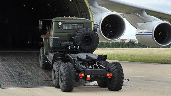 Ещё два самолёта с компонентами С-400 прибыли в Турцию - ảnh 1