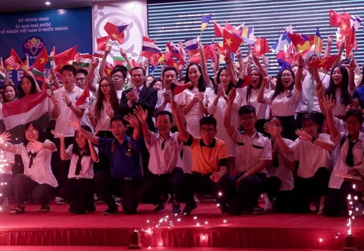 Летний лагерь Вьетнама произвел на молодых эмигрантов глубокие впечатления о родине  - ảnh 1