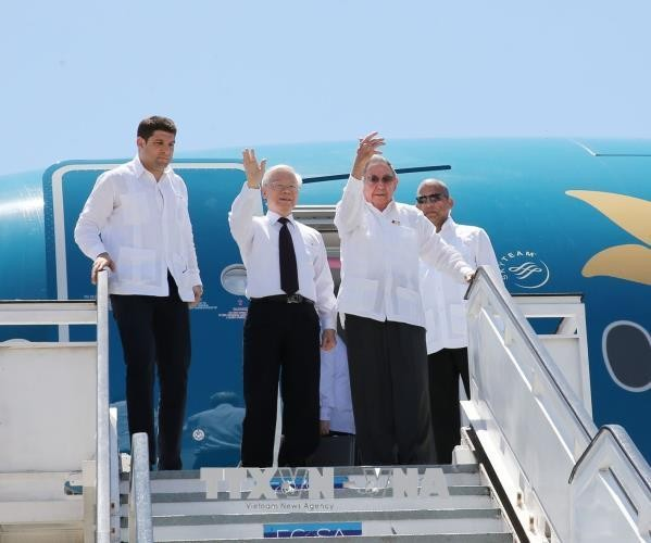 Raul Castro Ruz쿠바주석, Nguyen Phu Trong 총서기장과 Santiago De Cuba 시 방문 - ảnh 1