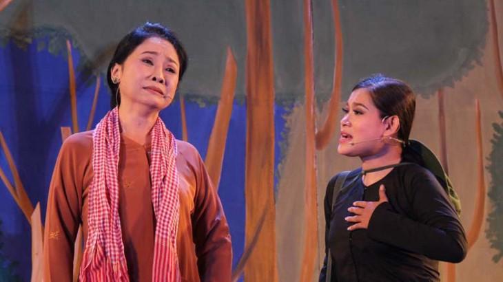 Can Tho시, Tay Do 까이르엉 무대 위에 빛나는 Vong Cung '불의 노선' 이야기 - ảnh 2