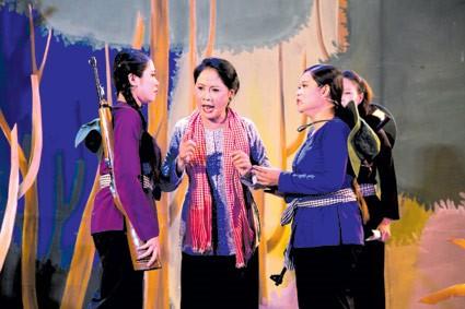 Can Tho시, Tay Do 까이르엉 무대 위에 빛나는 Vong Cung '불의 노선' 이야기 - ảnh 1