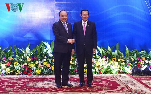 응웬 쑤안 푹 국무총리, 훈센 (Samdech Techo Hun Xen)캄보디아 총리 회담 - ảnh 2