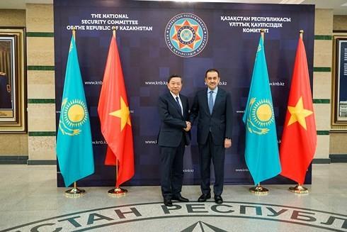베트남 공안부 장관, 카자흐스탄 공화국 방문 - ảnh 1