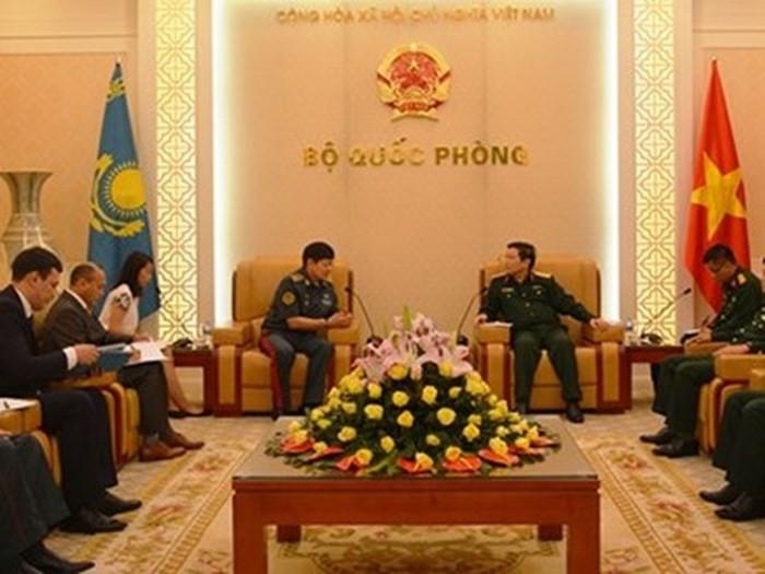 베트남 국방부 장관, 카자흐스탄 공화국 국방부장관 접견 - ảnh 1