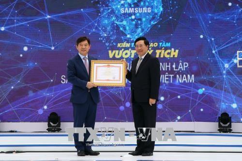 Pham Binh Minh 부총리: 베트남 전자삼성 유한책임회사 설립 10주년 기념행사 참여 - ảnh 1
